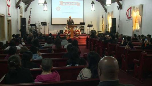 Mayor Barrett visits Milwaukee churches to promote peace with Ceasefire Sabbath
