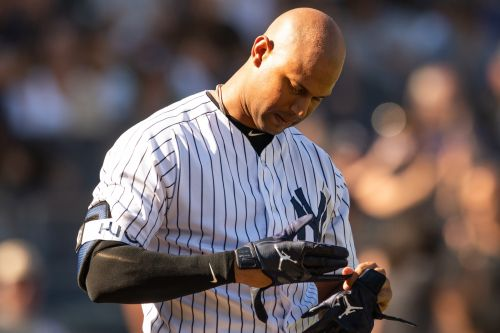 Aaron Hicks exits game as Yankees bit by injury bug again