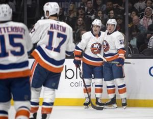 Islanders score four goals in third period, top Kings 7-2
