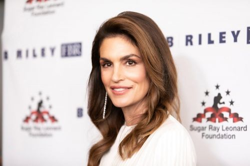 Cindy Crawford's famous 'Freedom '90' bathtub had no water in it