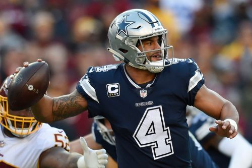 'Doesn't know where he is': Fears, smelling salts after Dak Prescott hit