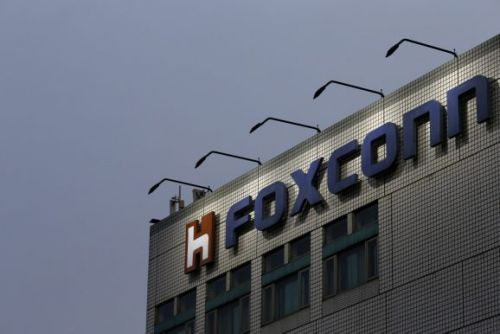 Foxconn says it remains committed to Wisconsin LCD plant investment