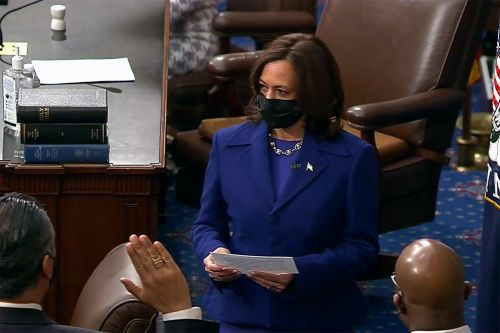 VP Harris swears in new senators, giving Democrats control of Congress