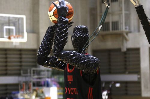 Robot sets world record for hitting 2,020 consecutive free throws