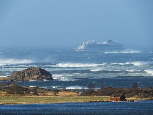 The Latest: 100 people evacuated from cruise ship off Norway