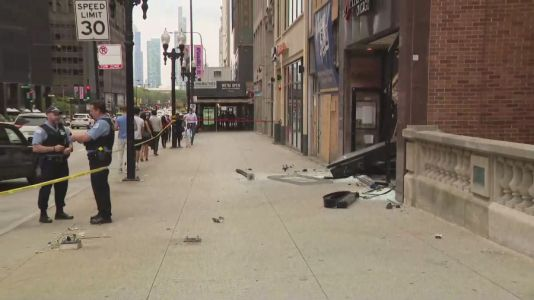 Car crashes into jewelry store on Magnificent Mile