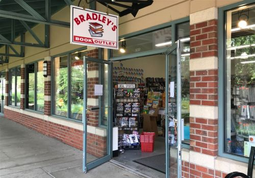Bradley's Book Outlet closing its brick and mortar stores