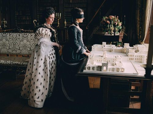 'The Favourite' stars Emma Stone and Rachel Weisz are battling in the same Golden Globes category - here's who should win