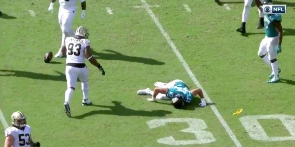 Jaguars tight end Geoff Swaim was knocked out of Sunday's game with a scary helmet-to-helmet hit