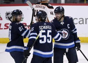 Scheifele leads Jets to 3-2 win over Ducks