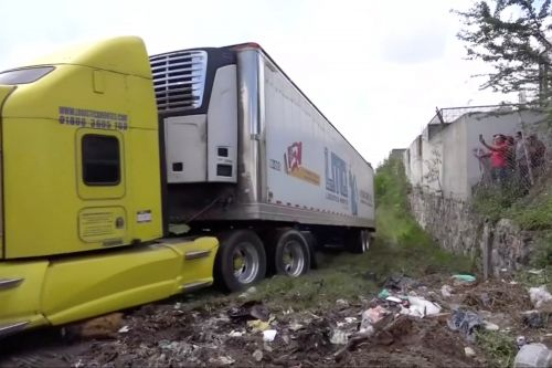 Mexican town overwhelmed by the stench of 100 rotting corpses