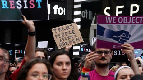 Supreme Court rules in favor of Trump's transgender military ban