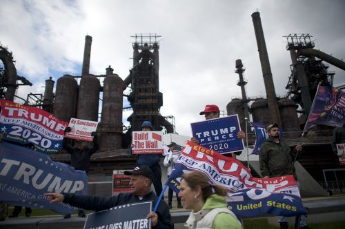 Trump scrambles to reverse Rust Belt slide