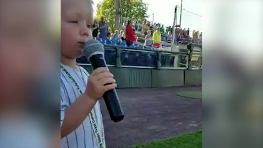 3-year-old sings national anthem in adorable viral video