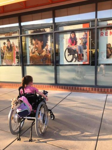 Mother: It was 'mesmerizing' to watch 4-year-old spot photo of model in wheelchair