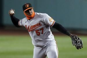 Orioles cut Alberto, sign 4 players to 1-year deals