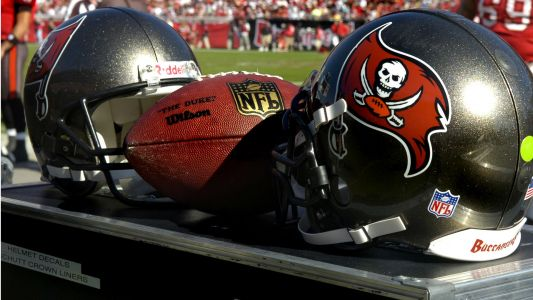 WATCH: Storm drenches Buccaneers' field before 'Monday Night Football'