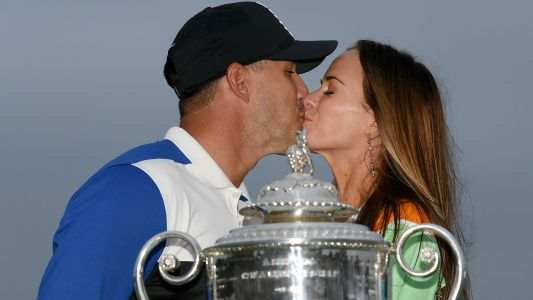 Brooks Koepka's girlfriend gets her kiss after being denied