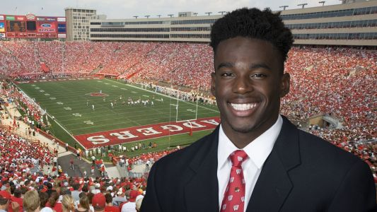 Badgers wide receiver charged with felony sexual assault