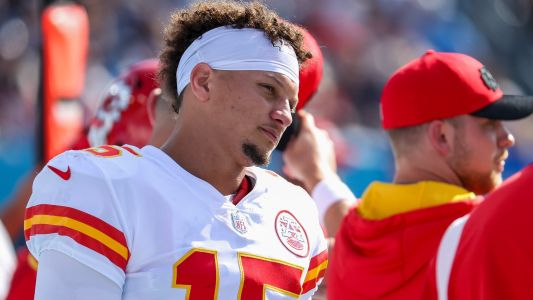 Patrick Mahomes injury update: Chiefs QB doesn't finish blowout loss to Titans after hit to head
