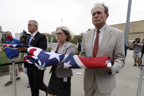 Some chosen to design Mississippi flag without Confederate symbol
