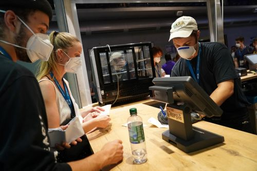 CDC urges for the first time that Americans wear masks indoors