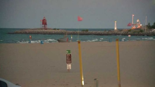 Girl, 10, dies; 17-year-old boy in critical condition after being pulled from Lake Michigan