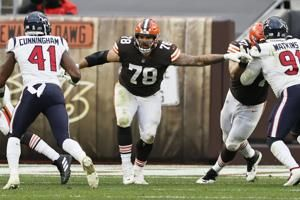 Browns activate Conklin, Parkey from COVID list to play