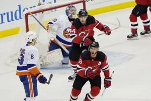 Ty Smith extends points streak to 5, Devils beat Islanders