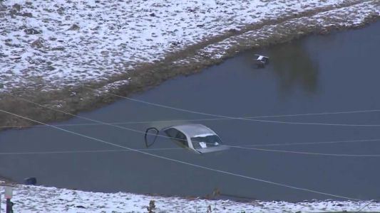 Passerby saves driver from car sinking in freezing-cold Indiana pond