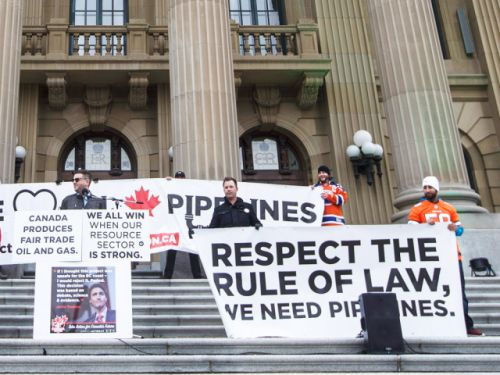 Majority of Canadians in all regions but Quebec believe lack of oil pipelines is a crisis: poll