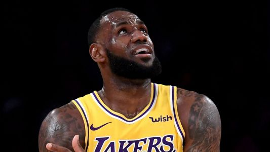Luke Walton defends LeBron James after ugly Knicks loss