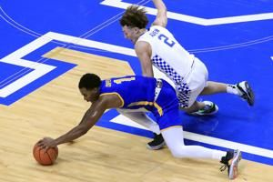 No. 10 Kentucky rolls past Morehead State 81-45 in opener