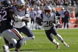 Brady throws 3 TDs, Patriots hang on to beat Bears 38-31