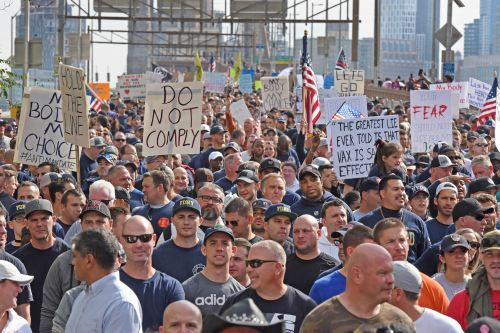 'We will not comply!': NYC workers protest vax mandate with march across Brooklyn Bridge