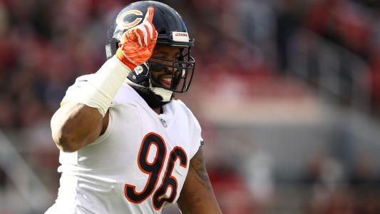 Bears' Akiem Hicks believes NFL blackballed Colin Kaepernick: 'We signed Mike Glennon'