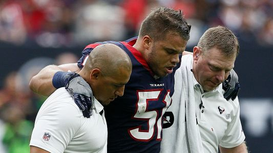 Texans LB played 3 quarters with dislocated wrist, report says