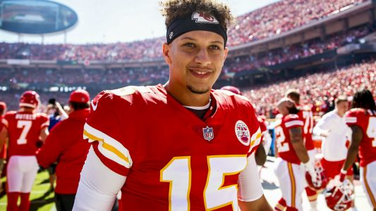 Chiefs' Patrick Mahomes has another record-breaking Sunday