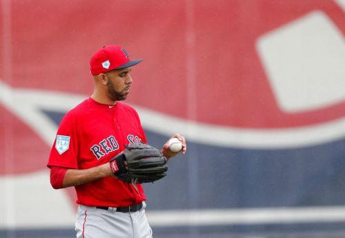 What's the catch? Red Sox players decide on new or old glove
