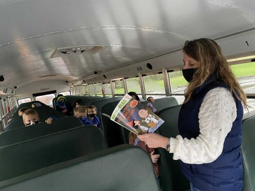 Local bus driver uses extra time from shorter route due to COVID-19 to read to kids before school