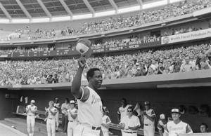 AP PHOTOS: Hank Aaron exceled and inspired