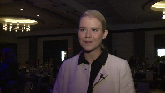 Kidnapping survivor Elizabeth Smart shares story with women in Louisville