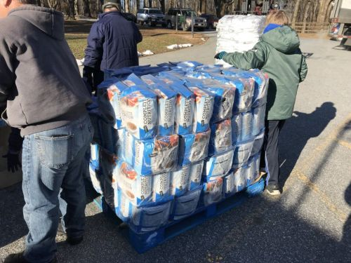 Donated food available for furloughed federal workers' pets