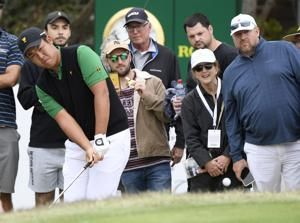 Americans rally late to only trail by 3 in Presidents Cup