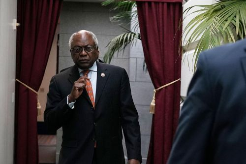 Jim Clyburn called Pelosi and Hoyer to apologize after knocking them for lack of diverse staffing