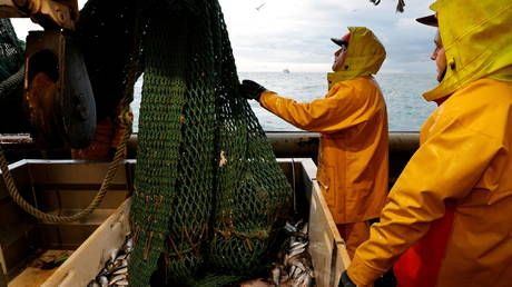 Paris 'open to talks' on fishing rights if London 'respects UK's obligations,' French PM says, as British trawler detained