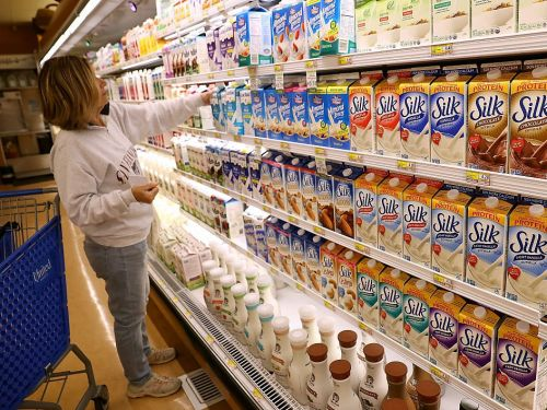 The most popular dairy-free milks ranked by calories