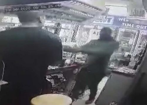 Video shows suspect pulling gun, robbing Kissimmee food store
