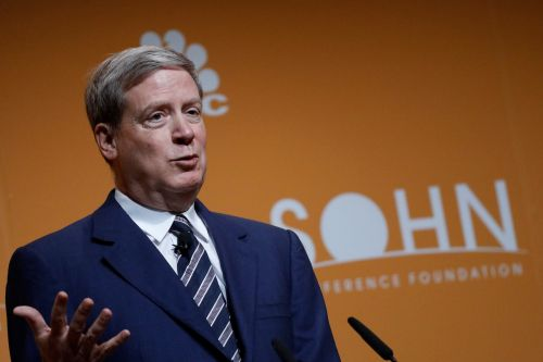 Stanley Druckenmiller dumped more than 2 million Uber shares, but other tech names like Netflix and Amazon are getting plenty of love from billionaire money managers