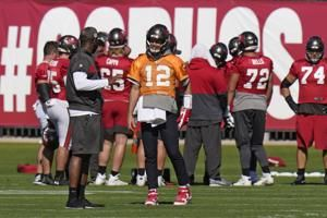 Leftwich helping Brady transform potent Buccaneers offense